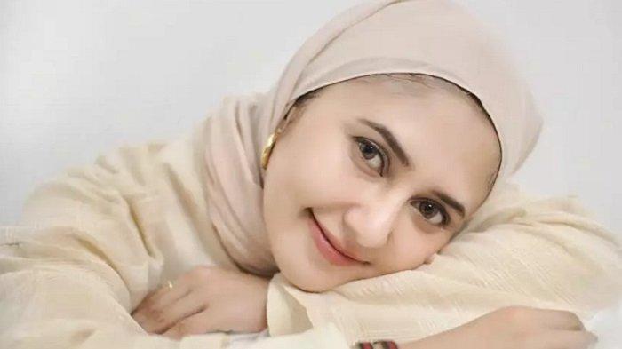 Pemeran Mama Sofia, Rara Nawangsih