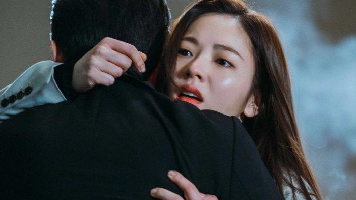 Pemain Drama Korea, Song Joong Ki dan Jeon Yeo Bin adegan pelukan di Vincenzo Cassano, beberapa bulan lalu.