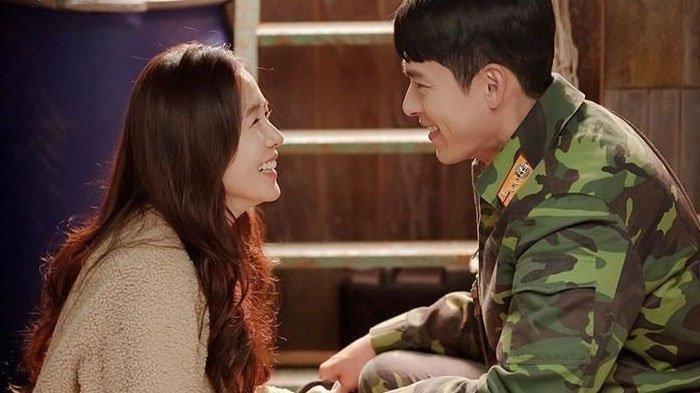 Artis Drama Korea Hyun Bin dan Son Ye Jin beradu akting dalam Drama Korea Crash Landing on You.
