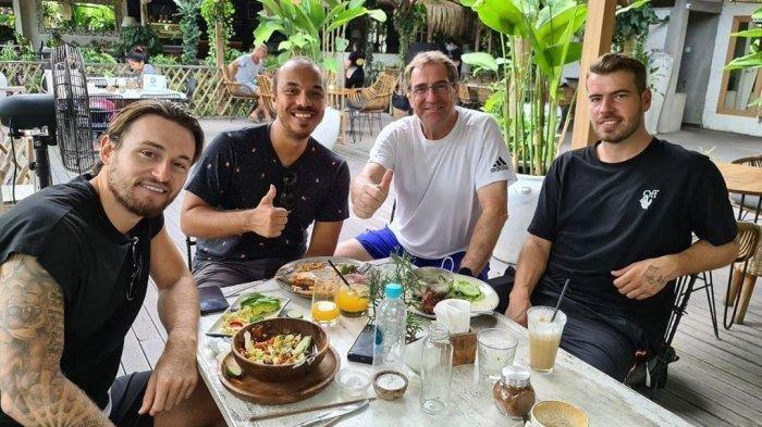 Manajemen Persib Bandung Ungkap Peran Besar Robert Rene Alberts untuk Datangkan Marc Klok