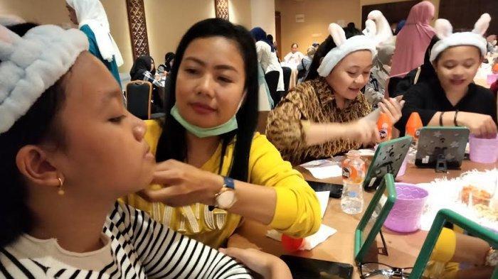 Himalaya Inspira Ajak Warga Makassar Coba dan Jadi Entrepreneurs di Chando Beauty Daily
