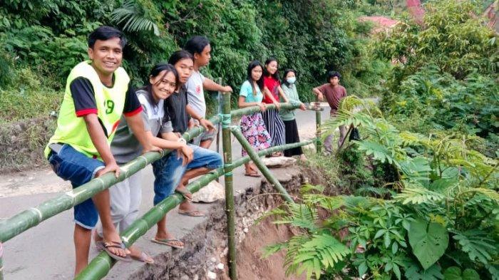 3 Tahun Jalan Amblas di Madandan Dicueki Pemkab Tana Toraja, HMSM Lakukan Ini