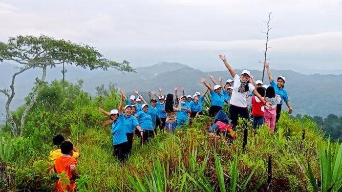 Promosikan Pariwisata, Emak-emak Senam Pagi di Puncak Buntu Kandora Tana Toraja