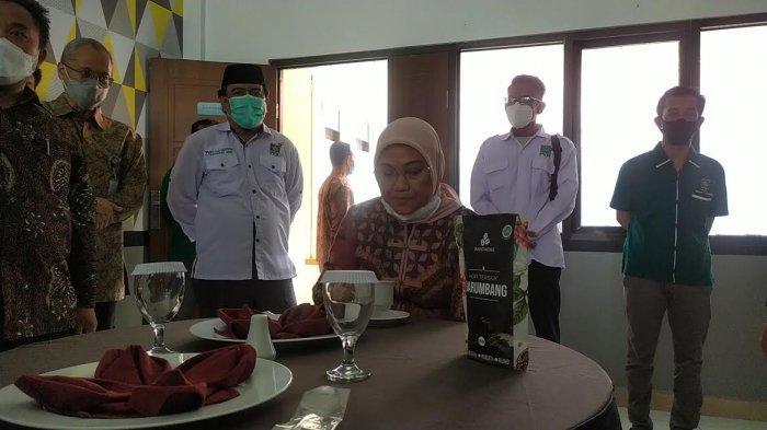 Ida Fauziah Semangati Peserta Workshop Service Sepeda Motor di Bantaeng