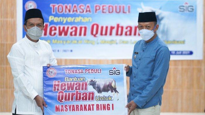 PT Semen Tonasa Peduli, Salurkan Bantuan 27 Ekor Hewan Kurban