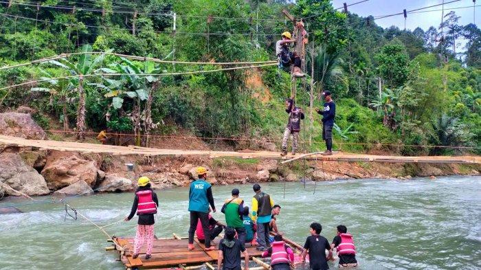 Tanggap Bencana Banjir dan Longsor di Walenrang, Tim Reaksi Cepat Ikatek Unhas Aktifkan Air Bersih