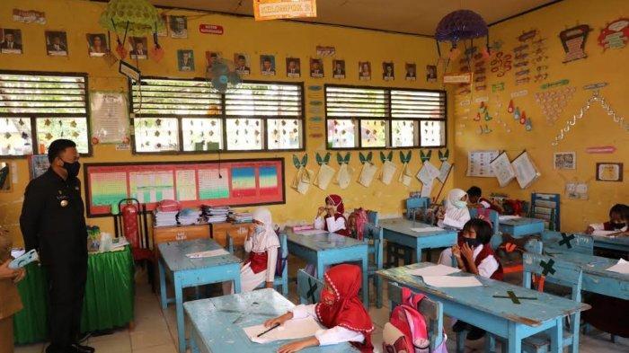 Pandemi Covid-19, Murid SD Gelar Ujian Tatap Muka di Bantaeng
