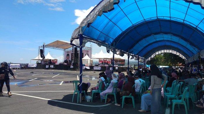 Simpatisan IlhamSAH Sudah Mulai Padati Lapangan Hitam Pantai Seruni