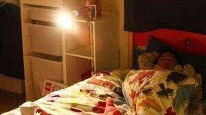 Setiap Pagi si Anak Mengeluh Kesempitan Padahal Tidur Sendiri,Ibu Menangis saat Tahu Siapa Sosok Itu