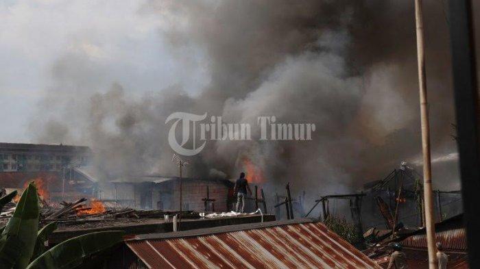 BREAKING NEWS: Kebakaran di Pekkabata Polman, Tiga Orang Meninggal