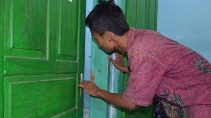 Pria Berkacamata Kedapatan Mengintip Perempuan Buang Air Kecil di WC SPBU, Suami Ngamuk!