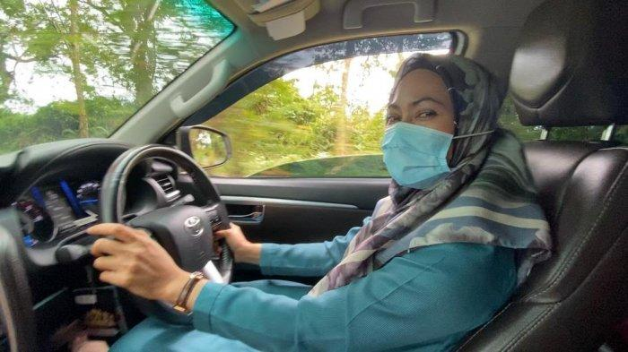 Tidak Lagi Menjabat Bupati Luwu Utara, Indah Putri Indriani Nyetir Sendiri