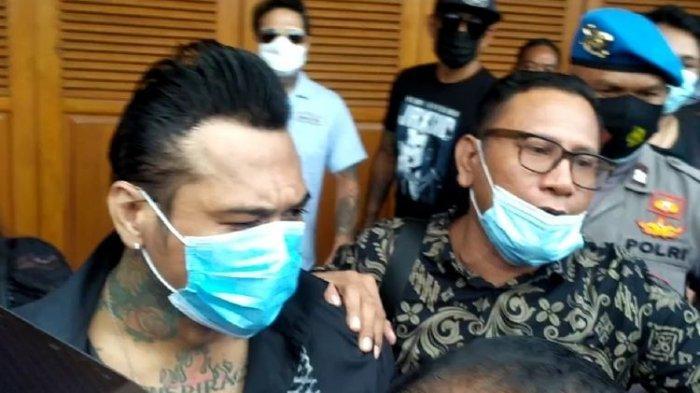 Ingat Jerinx Drummer SID? Bebas Setelah 10 Bulan Dipenjara Langsung Lakukan ini ke Istri