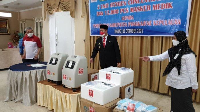 2 Mobile Oxygen Concentrator dari Indonesia Tionghoa Sulsel untuk Layanan Medik Kepulauan Pangkep - inti-sulsel-peter-gozal-_bupati-pangkep_kadis_kesehatan_pangkep_oktober_2021.jpg