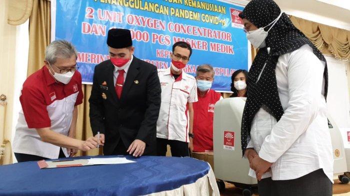 2 Mobile Oxygen Concentrator dari Indonesia Tionghoa Sulsel untuk Layanan Medik Kepulauan Pangkep - inti-sulsel_pemkab_pangkep_2021_oxygen_concentrator.jpg