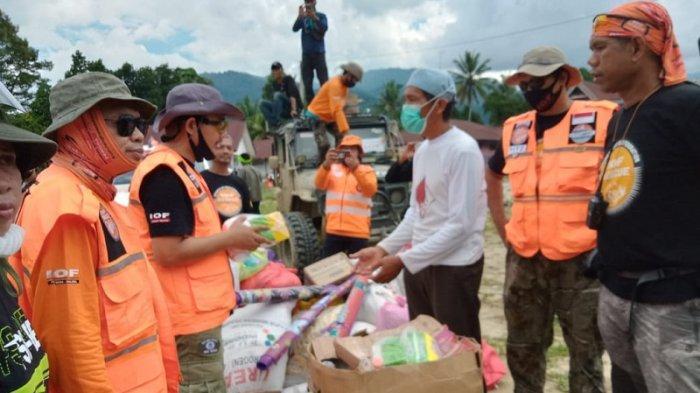 Demi Kemanusiaan, IOF Sulsel Bantu Evakuasi Warga yang Sakit dari Desa Terisolir di Luwu Utara