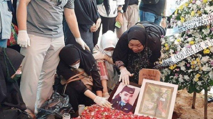 Ibunda Isti, Pramugari Korban Jatuhnya Pesawat Sriwijaya Air SJ 182 Harus Dipapah: Enggak Mau Pulang