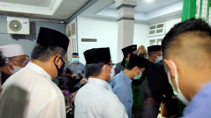 Kapolda dan Kapolrestabes Makassar Melayat ke Rumah Duka AGH Sanusi Baco