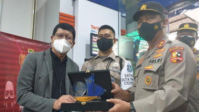 Tegas ke Pengunjung Tak Bermasker, Satpam BRI Makassar dapat Pujian