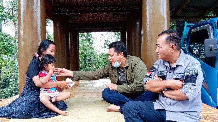 Mensos Risma Undang Istri Guru Asal Toraja yang Tewas Ditembak KKB