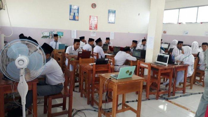 UNBK Matematika, 24 Siswa MA Hasanuddin Maros Dikawal Lima Polisi