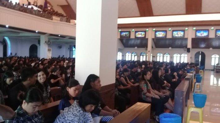 Ribuan Jemaat Ikuti Ibadah Jumat Agung di Gereja Katolik Paroki Maria Ratu Rosari Kare Makassar - jaamh-agung-hebrs-bexcvxc-xgdf-s.jpg