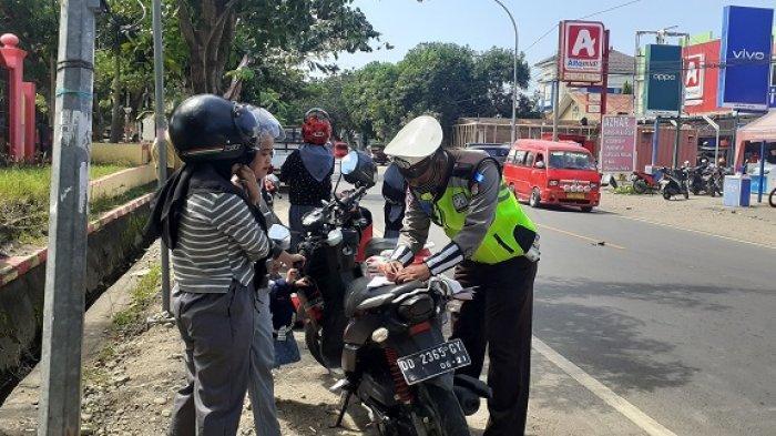 Polisi Tilang 6 Kendaraan yang Melintas di Jalan Pahlawan Jeneponto