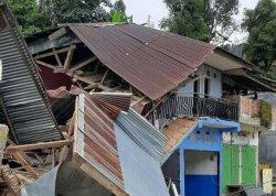 Jalan Poros Palopo-Toraja Amblas, Dua Rumah Roboh