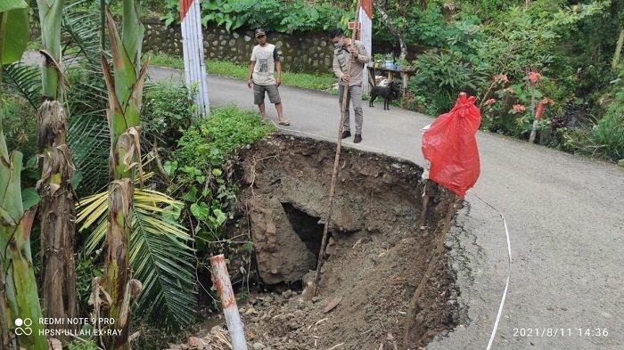 Hati-hati, Jalan Poros Tapillasa Pattongko - Sinjai Tengah Ambruk, Mobil Sulit Melintas