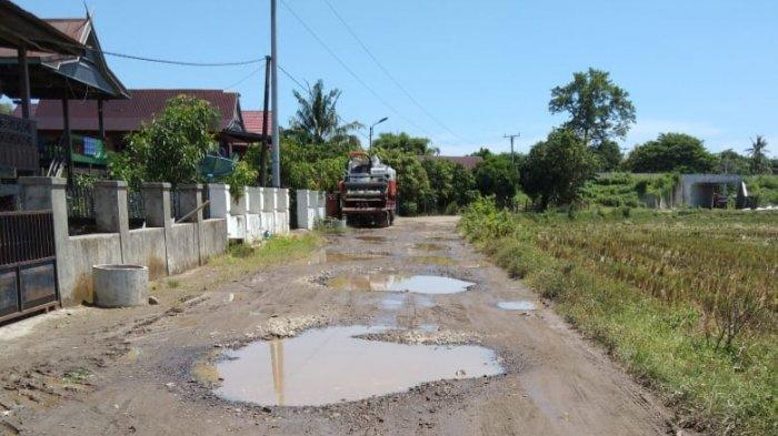 Jalan dan Jembatan di Desa Manuba Barru Rusak, Warga: Kalau Hujan Jalanan Kayak Kolam
