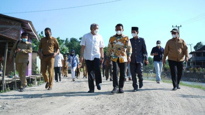 Jalan Menuju Kampung RMS Bak Kubangan, Bupati Pinrang 'Curhat' ke Wakil Ketua DPRD Sulsel