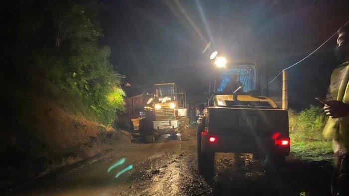 Diguyur Hujan Deras, Jalan Poros Polman-Mamasa Tertutup Longsor