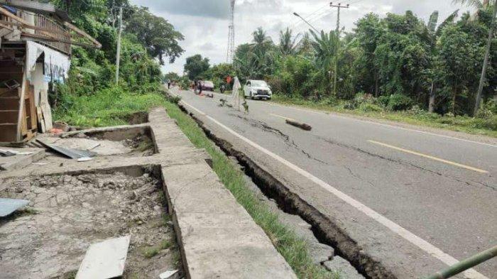 Nyaris Amblas, Jalan Trans Sulawesi di Desa Salu Paremang Luwu Terancam Putus