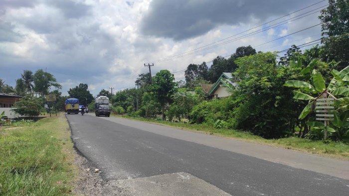 Jalan Berlubang di Poros Bone Selesai Ditambal