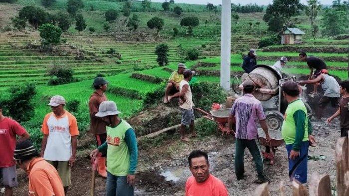Jalanan Rusak di Tabbassi Jeneponto Diperbaiki, Warga: Kami Patungan Beli Semen