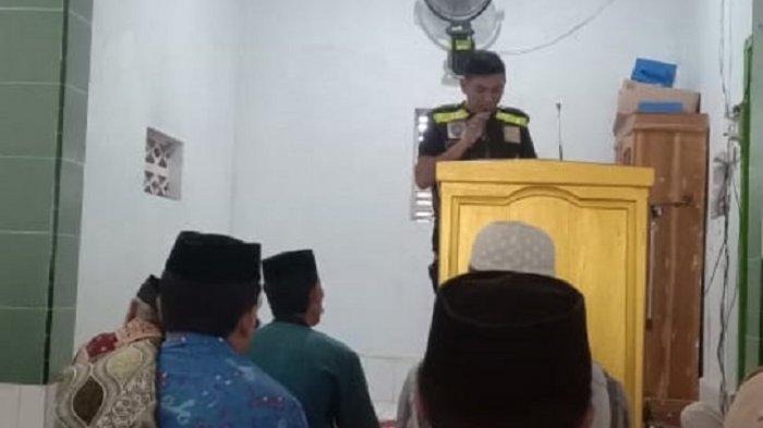 Bhabinkamtibmas Imbau Jamaah Masjid di Desa Tabo-tabo Jaga Keamanan
