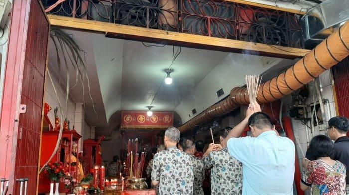 Jelang Perayaan Imlek 2020, Klenteng Kwan Kong Jl Sulawesi Makassar Mulai Dipadati Warga Tionghoa