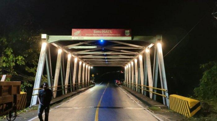 Hasil Swadaya, Eks Relawan Harapan Baru Bantu Lampu Penerangan 2 Jembatan di Bulukumba