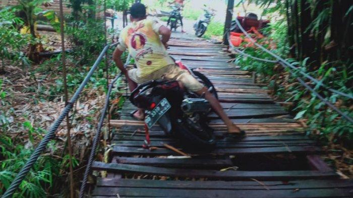 Jembatan Manjalling Bantimurung Rusak, Warga Sebut Sudah Banyak Jatuh ke Sungai