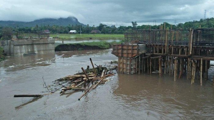 Jembatan Rp 1,9 Miliar di Balusu Barru Ambruk Diterjang Arus Sungai