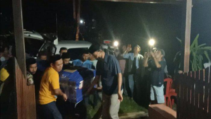 BREAKING NEWS: Jenazah Tukang Ojek yang Ditembak KKB Tiba di Lalabata Barru
