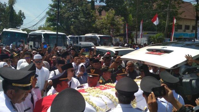 FACEBOOK LIVE: SYL Tersedu-Sedu Bawakan Pidato Penyerahan Jenazah Ichsan Yasin Limpo