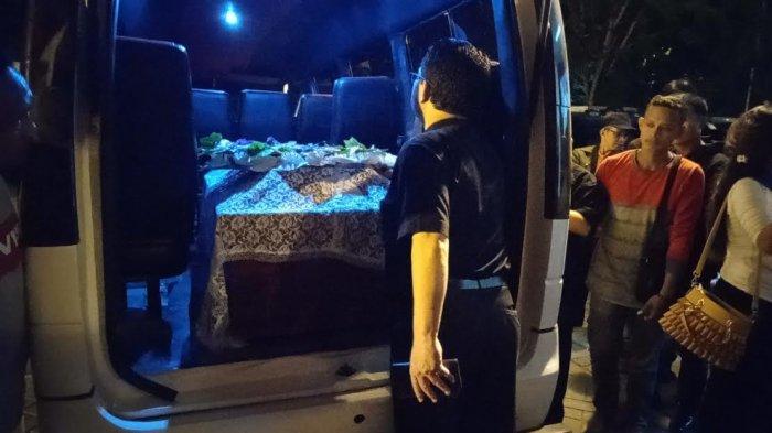 BREAKING NEWS: Jenazah Korban Penikaman Wamena Tiba di Bandara Sultan Hasanuddin