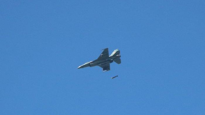 Empat Jet Tempur TNI AU Luncurkan Rudal Buatan Uni Soviet dan Spanyol di Lumajang Jawa Timur