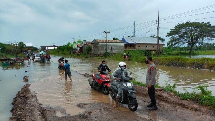 Baru Ditimbun Awal Juli, Jl Poros Sengkang-Bone Kebanjiran Lagi