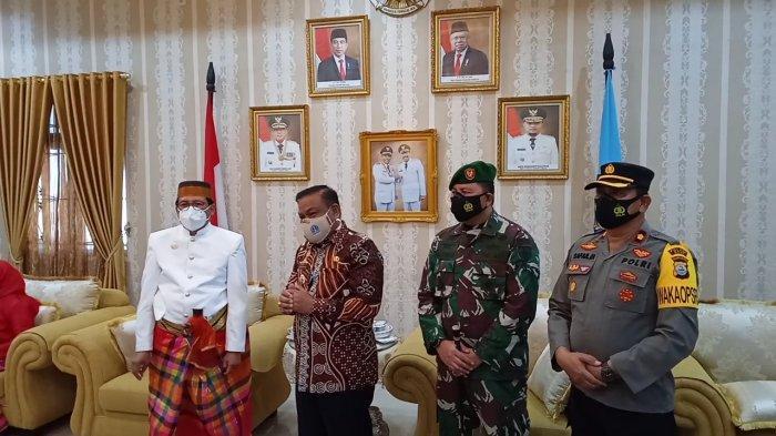 Pantau Langsung Vaksinasi di Bone, Fadjroel Rahman: ini Amanat Presiden Jokowi