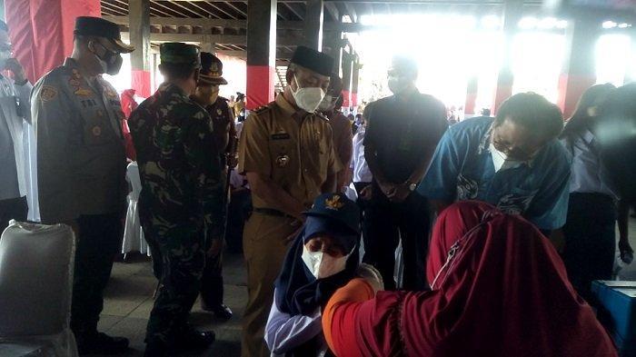 Vaksinasi Massal Pelajar di Gowa, Jubir Presiden Fadjroel Rachman Beri Dua Jempol