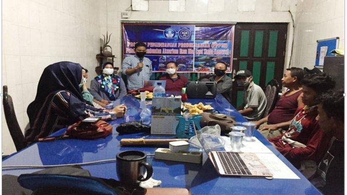 Tingkatkan Pendapatan UKM, Abdimas Politani Pangkep Latih UKM Cara Pembuatan Aquarium Ikan Hias Laut