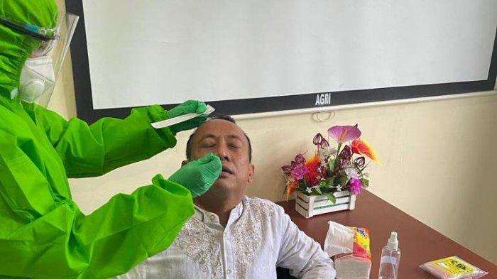 Ketua Jurusan Agribisnis Politani Pangkep Dr Mauli Kasmi ikut rapid test antigen secara massal di kampus Politani Pangkep, Jumat (15/1/2021) lalu.