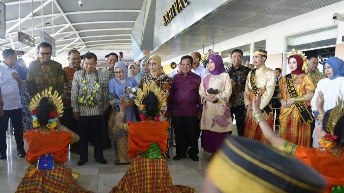 Ilham Arief Sirajuddin, Aliyah Mustika Ilham, Nurdin Abdullah Jemput Mantan Wapres Jusuf Kalla - jusuf-kalla-di-makassar-1-26102019.jpg